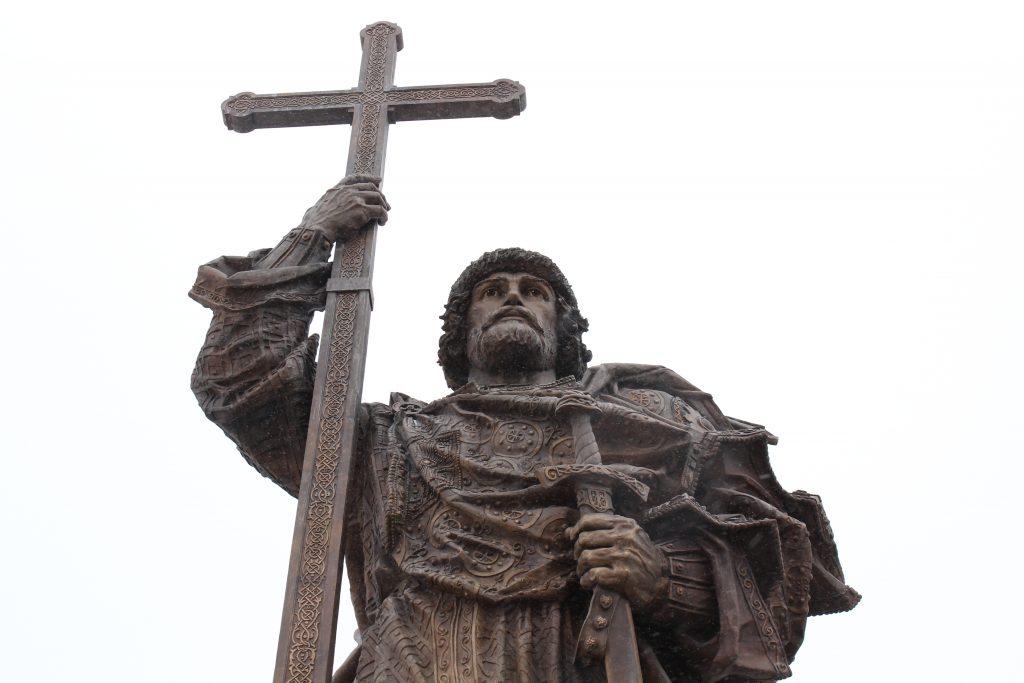 Граждане России одобрили установку памятника князю Владимиру в Москве