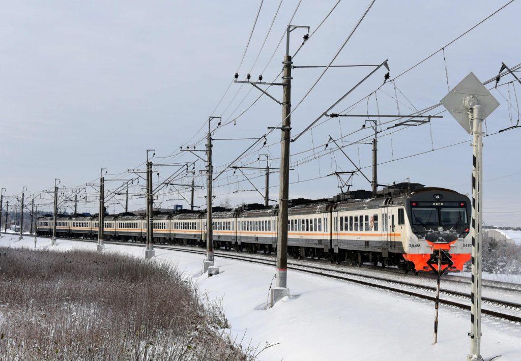Мужчина попал под поезд на юго-востоке Москвы и был госпитализирован