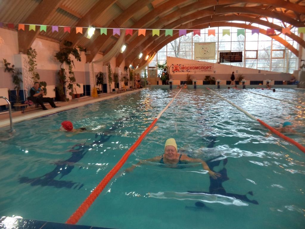 Соревнования по плаванию среди пожилых людей прошли в Бирюлеве Западном