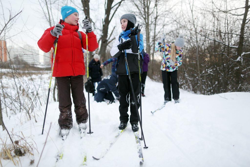 Соревнования по лыжам и сноуборду среди дошкольников прошли в Нагорном районе
