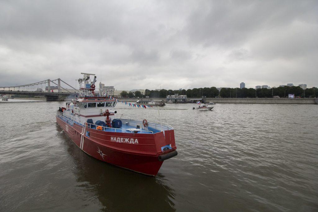 С территории Нагатинского затона уберут причаленные у берега старые корабли