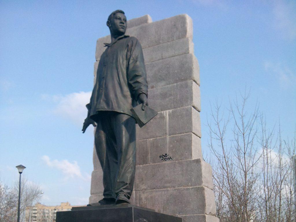 Около памятника Мусе Джалилю в районе Зябликово установят новую подсветку