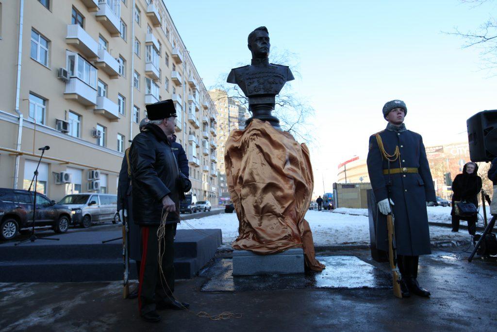 Бюст маршала А.Василевского наодноименной улице торжественно открыли в столицеРФ