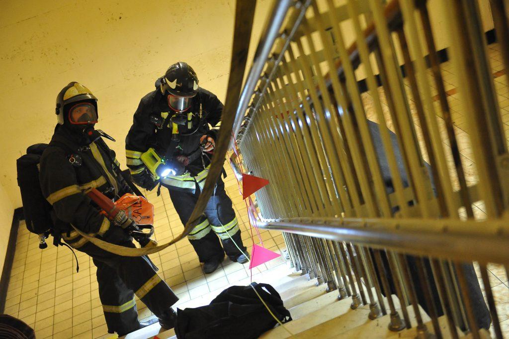 Из горящей поликлиники на юге Москвы эвакуировали 250 человек