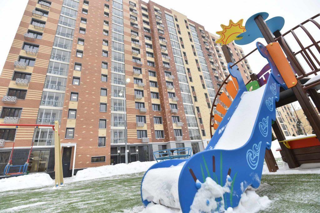 Две детские площадки отремонтировали в Западном Бирюлеве
