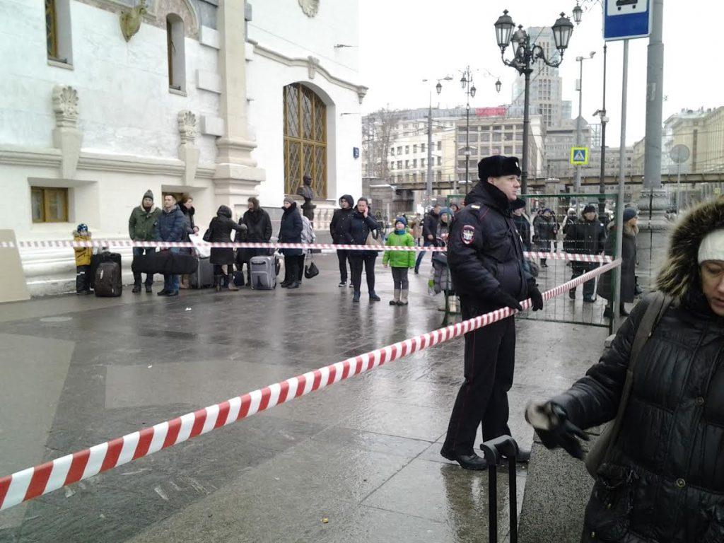 На эвакуированных вокзалах в центре Москвы не нашли взрывных устройств