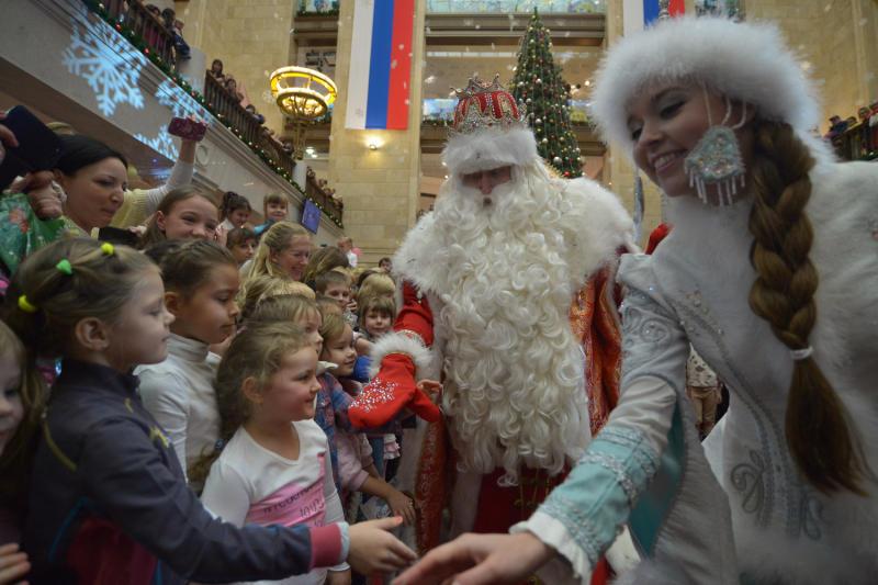 Новогодний спектакль показали детям с ограниченными возможностями в Восточном Бирюлеве