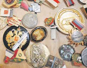 Фалеристы собирают коллекции значков по темам — например, космос, спорт или авиация