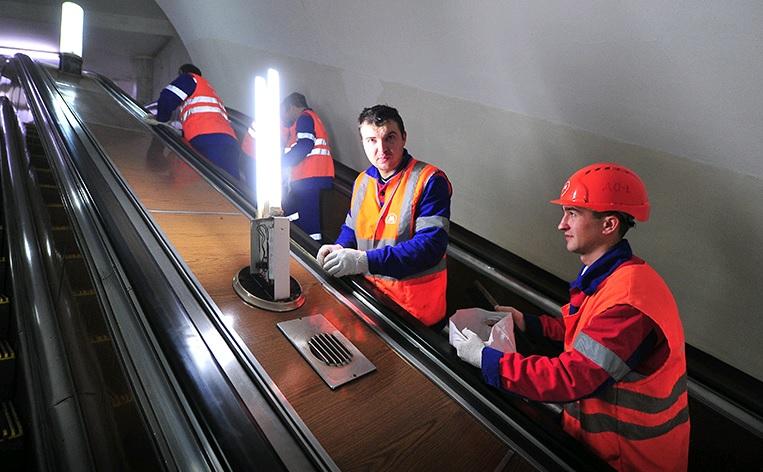 Эскалаторы двух станций метро закроют