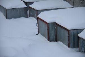 Дата: 25.03.2013, Время: 18:47 Последствия весеннего снегопада в Москве Занесенные гаражи