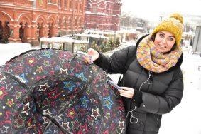 Вчера, 14:02. 14.12 Москвичка Жанна Карпенко уже опробовала новую горку на Манежной площади