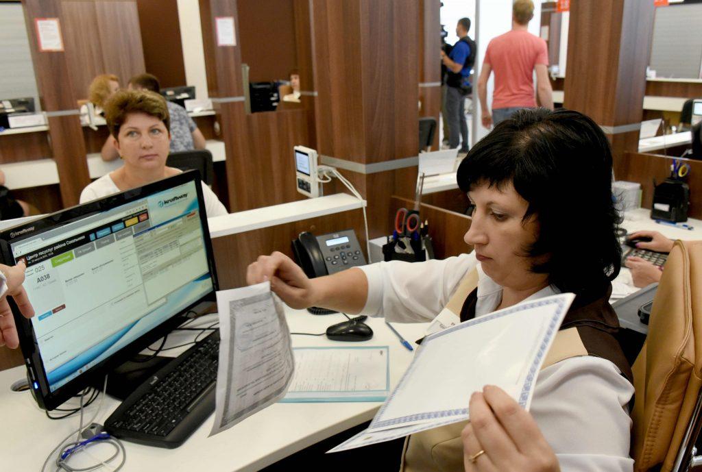 Более трех тысяч многодетных семей оформили в центрах госуслуг документы