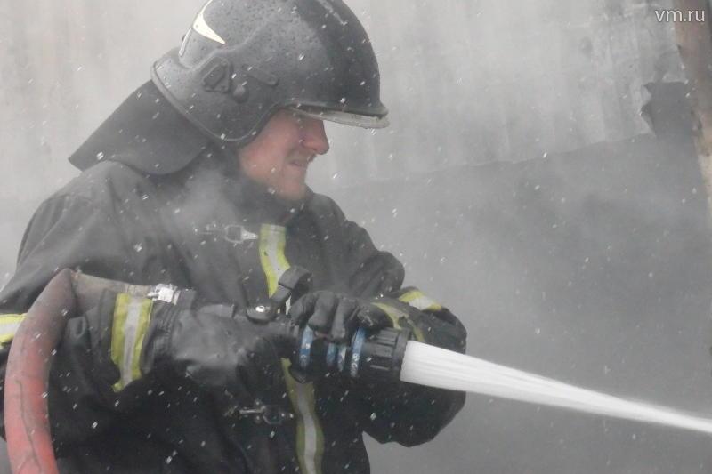 Два человека пострадали при пожаре на юге Москвы
