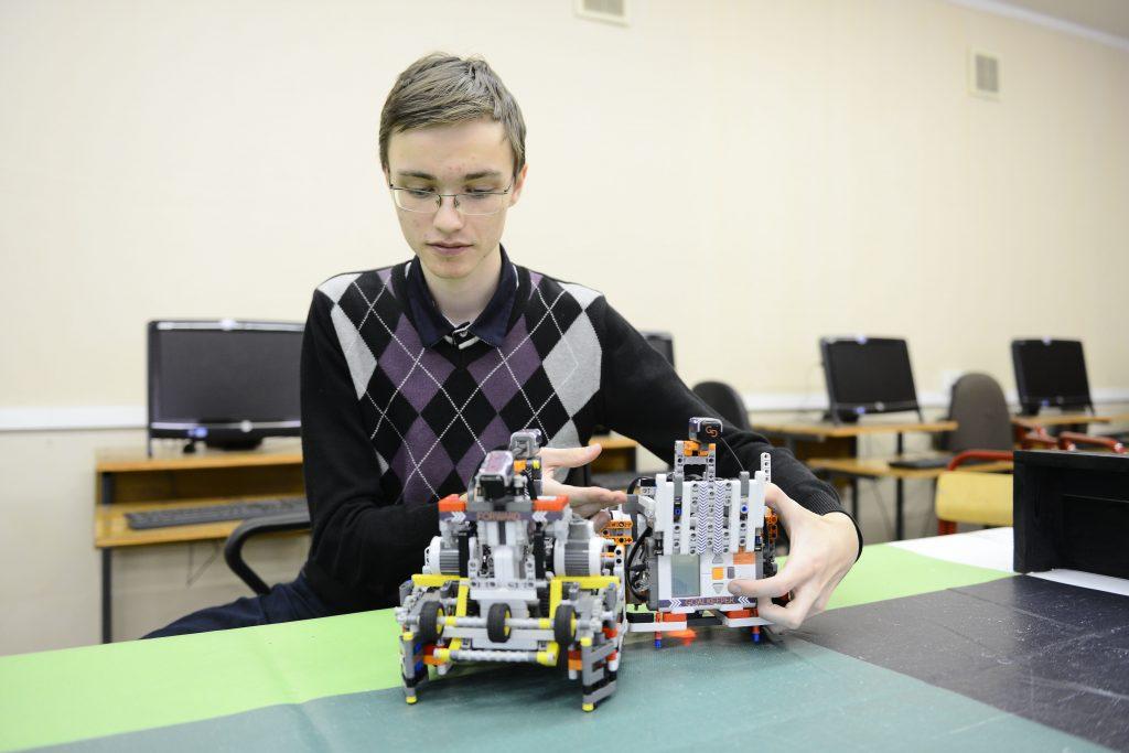 Будущее робототехники обсудили на круглом столе в технопарке