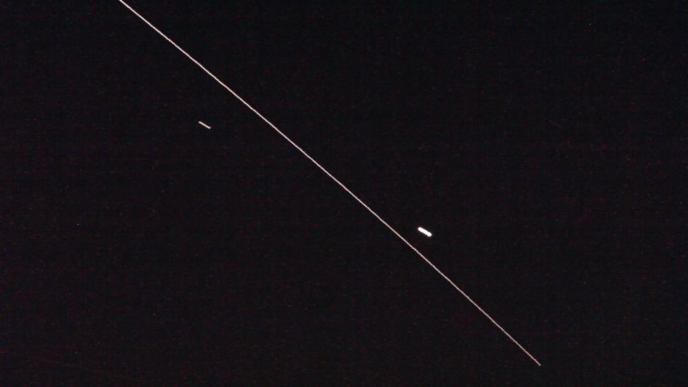 Линия пролета Международной космической станции между Венерой и Марсом