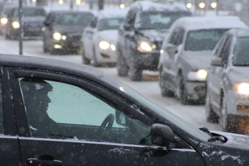 Московских водителей предупредили о гололедице на дорогах