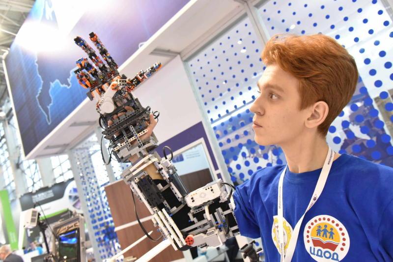 Детей научат робототехнике и космонавтике