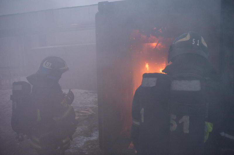 Двух человек эвакуировали при пожаре на юго-востоке Москвы