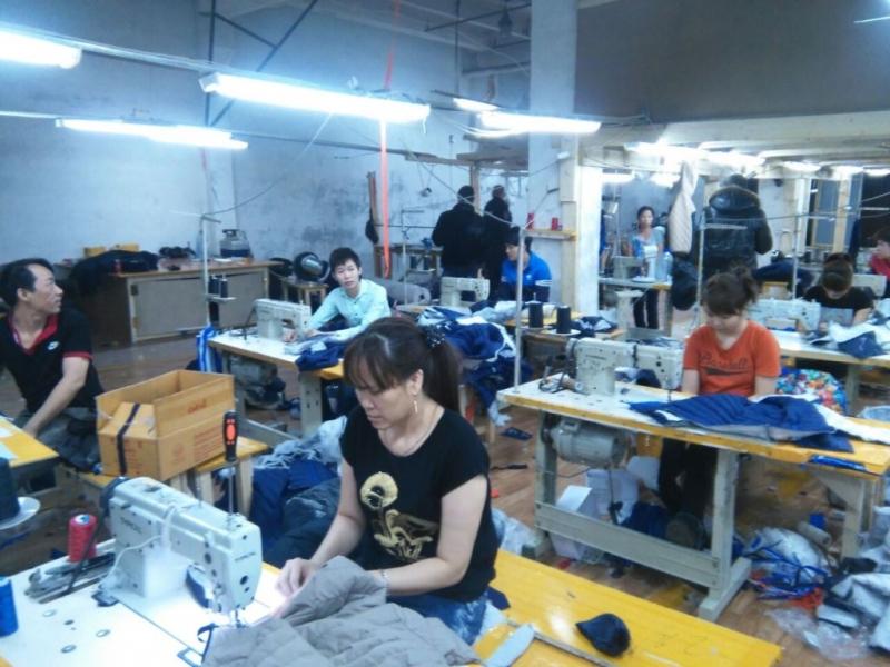 На юго-востоке Москвы «накрыли» подпольный цех по пошиву одежды