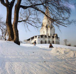 Церковь Вознесения Господня в Коломенском. Неподалеку от нее разворачиваются события романа «Офирский скворец»