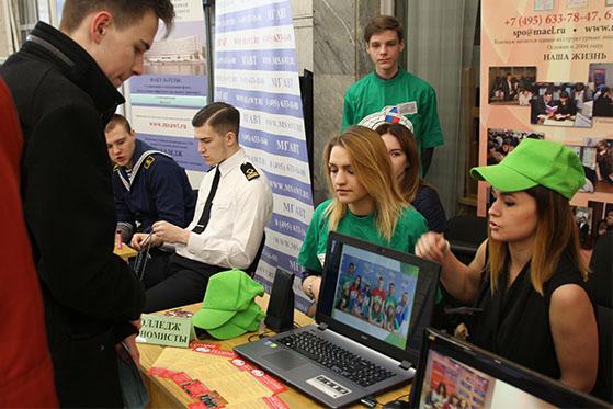 «Выбери свое будущее сегодня!»: вузы и колледжи представили образовательные программы на ярмарке