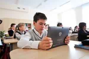 """Более 51,46 процентов пользователей проголосовали за увеличение количества устройств для школьников. Фото: архив, """"Вечерняя Москва"""""""