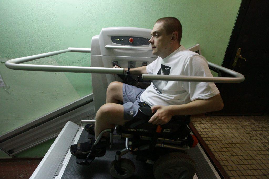 Подъемные платформы для инвалидов-колясочников установят в Южном округе