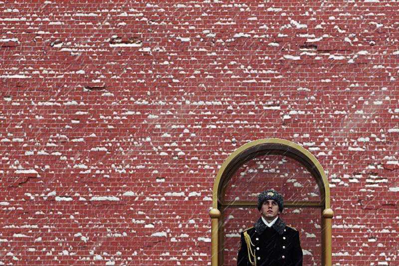 Кремлевская стена поздравила женщин