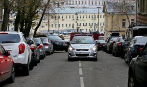 """132 парковочных места появились в Нагорном районе за счет введения одностороннего движения. Фото: архив, """"Вечерняя Москва"""""""