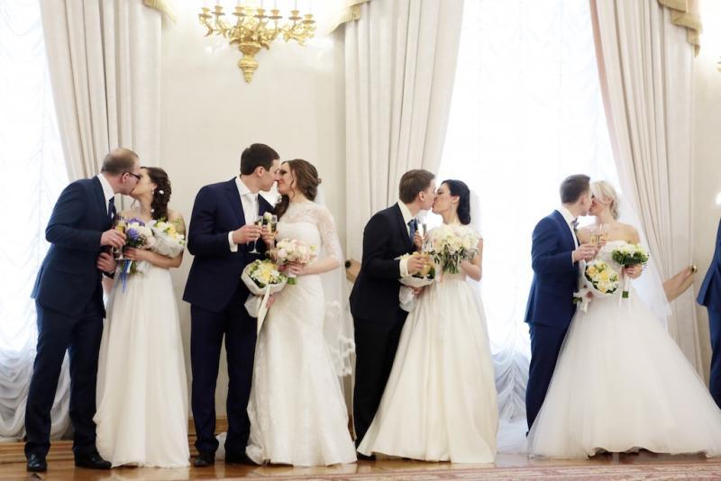 Две тысячи влюбленных пар планируют пожениться на Красную горку