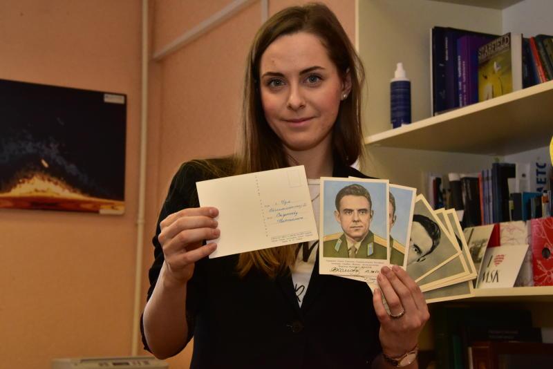 «Почта России» отправила 300 карточек с видами ВДНХ