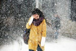 """Наземный общественный транспорт Москвы работает в штатном режиме несмотря на снегопад. Фото: архив """"Вечерняя Москва"""""""