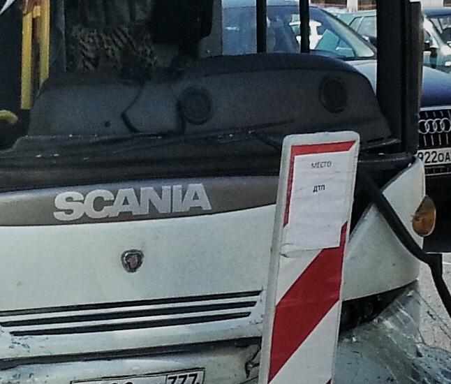 Полиция прибыла на место ДТП автобуса со «Скорой помощью» на юго-западе Москвы