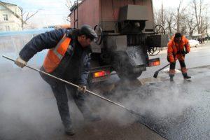 В районе отремонтируют дорожное покрытие на проезжей части. Фото: Алексей Иванов, «Вечерняя Москва»
