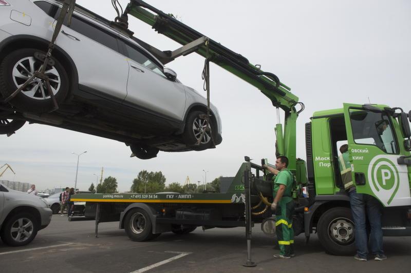Неопознанные автомобили уберут с парковок