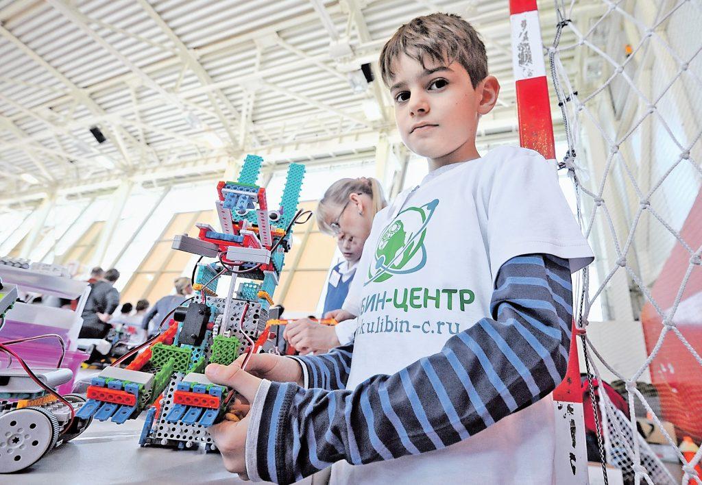 Московские школьники продемонстрировали знания в робототехнике