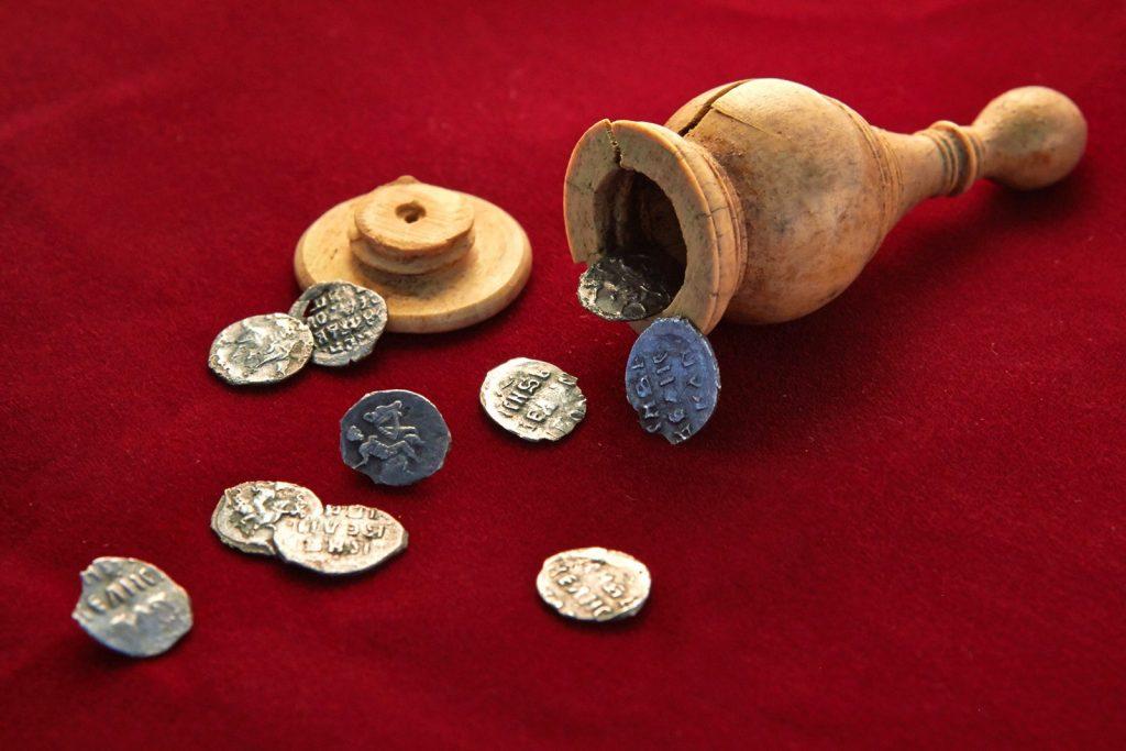 В столице обнаружили «шахматный» клад XVI века