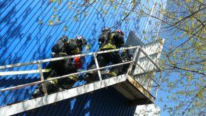 Спасатели на соревнованиях. Фото: пресс-служба МЧС по ЮАО