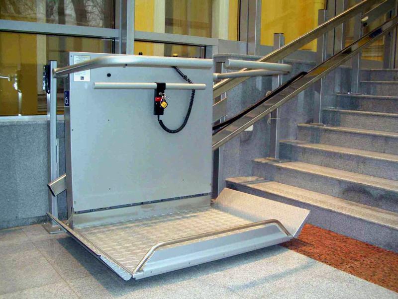 Подъемную платформу для маломобильных граждан установят в доме района Зябликово