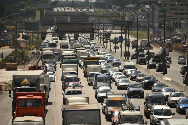 Движение транспорта нанекоторых дорогах столицы ограничат доконца лета