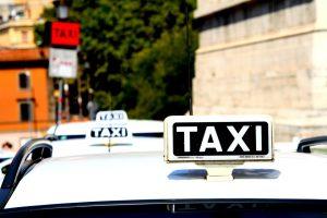 Полицейские УВД по ЮАО задержали подозреваемых в ограблении таксиста. Фото: pixabay.com