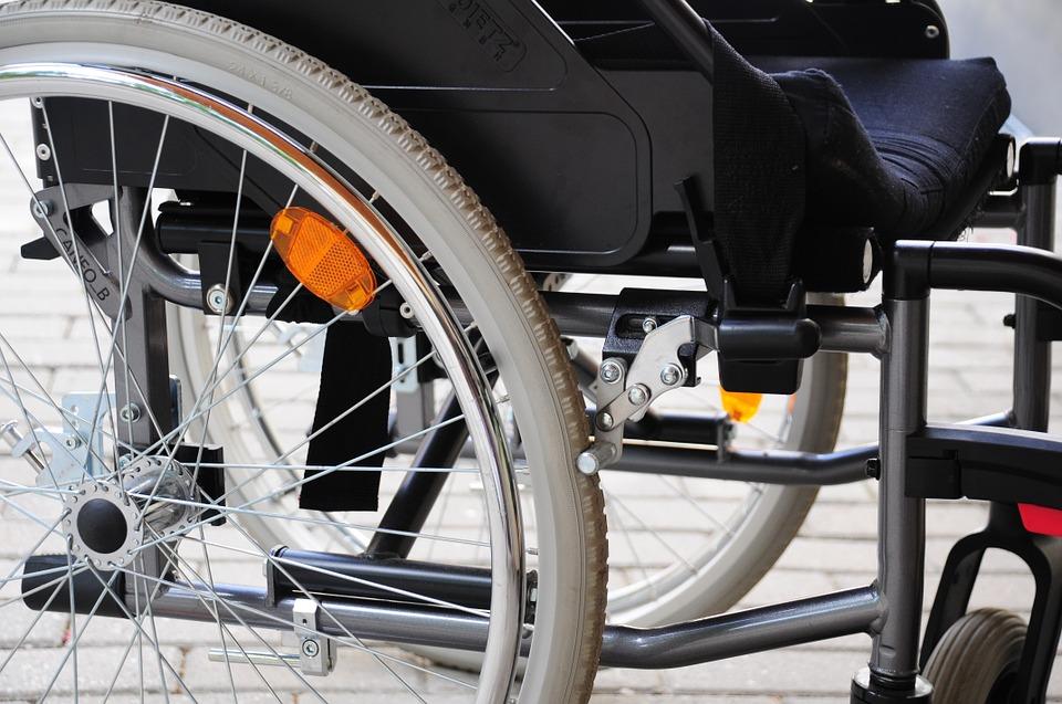 Подъемные платформы для инвалидов установят в 24 подъездах домов Южного округа