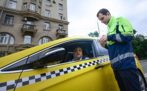 Истекают сроки последних разрешений, выданных вне зависимости от цвета машин. Фото: Наталья Феоктистова