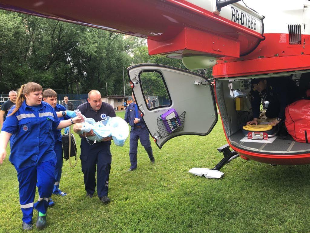 Вертолет доставил в больницу девочку, выпавшую с седьмого этажа на юго-востоке Москвы