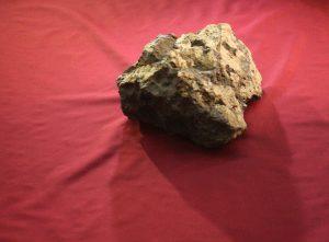 Метеорит возрастом в 4,5 миллиарда лет упал на сарай в Нидерландах