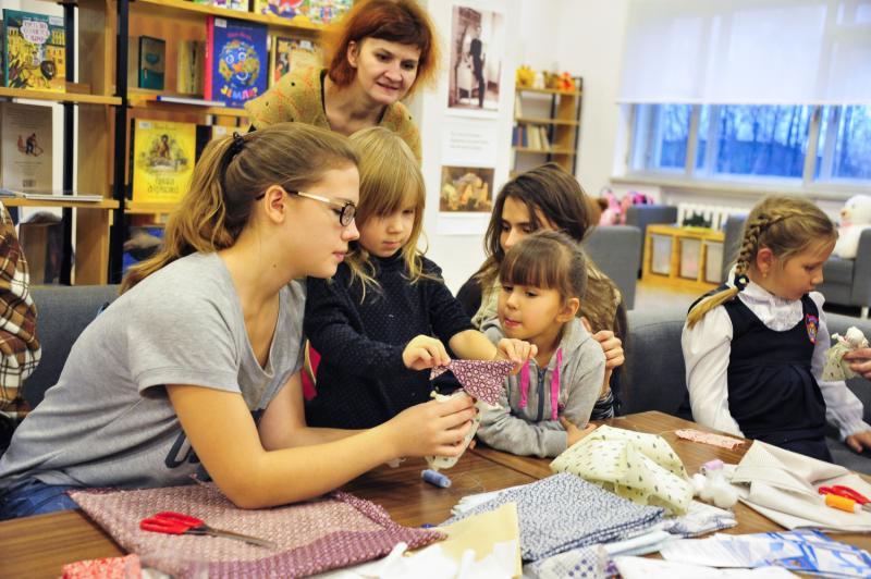 Мастерить обереги и печь блины с фасолью научили на фестивале карельской культуры в «Коломенском»