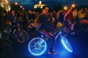 На ночном велопараде соберутся тысячи человек. Фото: архив «Вечерняя Москва»
