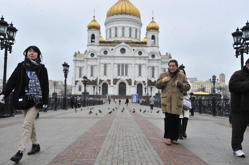 Паломники увидели лик Николая Чудотворца внебе над храмом Христа Спасителя