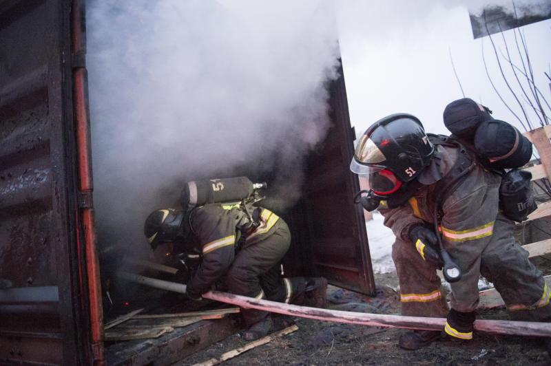 Наюго-западе столицы  изгорящей воинской части эвакуировали 500 человек