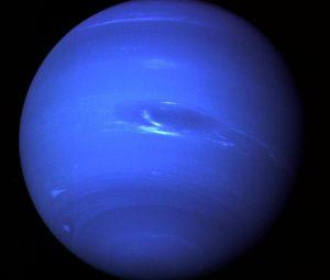 Нептун почти в четыре раза шире Земли. Фото: NASA